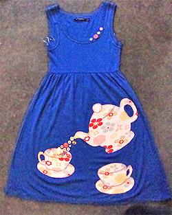 Платье с аппликацией в виде чайника (фото)