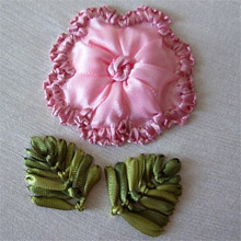 Цветок вышитый лентой (фото)