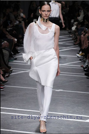Ассиметричная блуза из трикотажа 152