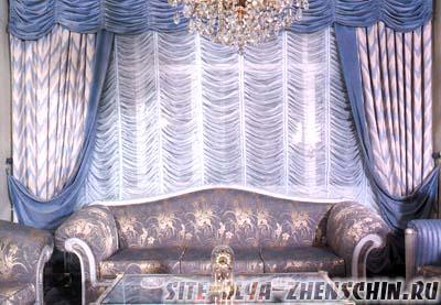 Голубые шторы для гостиной. Фото.