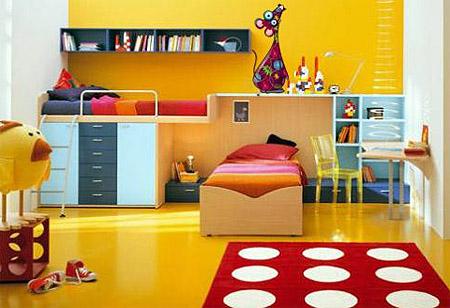 Детская в оранжевом цвете с красным ковром