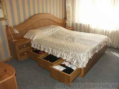 Кровать с выдвижными ящиками в основании (фото)