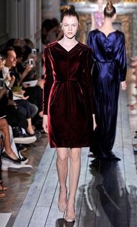 Смотреть Самые яркие платья: Лучшие модели и примеры потрясающих образов в насыщенных оттенках видео