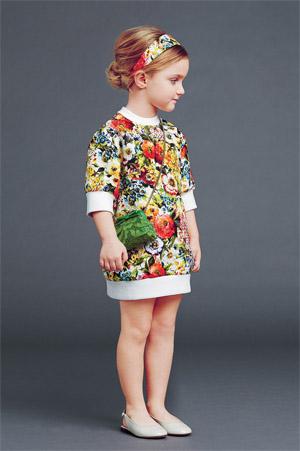 Модные желтые детские платья для девочек (фото) Цветастое платье для девочки от Дольче и Габбана (фото