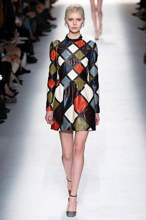 Платье из кусочков разноцветной кожи (фото)