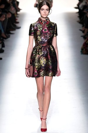Красивое платье с цветочным принтом (фото)