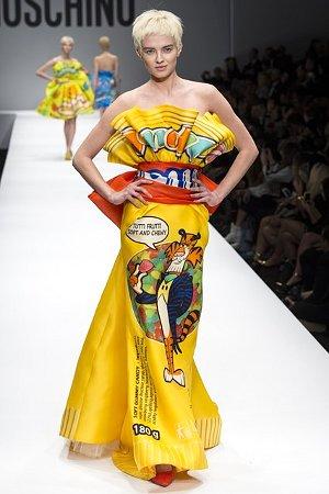 Модное платье с расцветкой под упаковку из-под сладостей (фото)