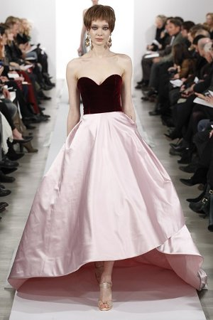 Платье с пышной юбкой и открытым верхом