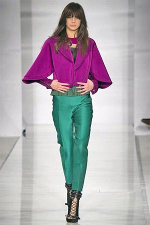 Короткие зеленые брюки