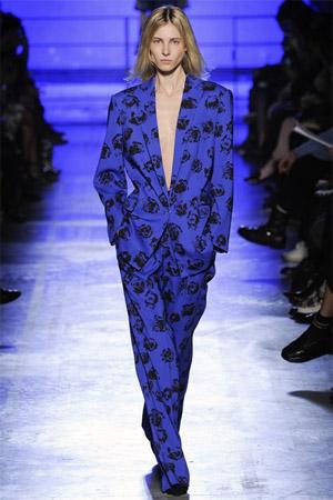 Ярко-синий жакет с цветочным принтом от Emanuel Ungaro (фото)