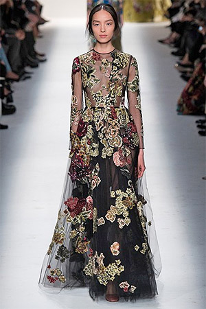 Вечренее платье с вышивкой в виде красивых цветов (фото)