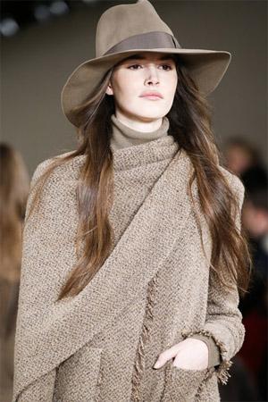 Осень 2019: модные головные уборы и аксессуары — 16 образов изоражения