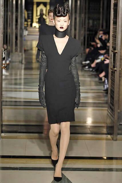 Модное деловое платье футляр от Gareth Pugh