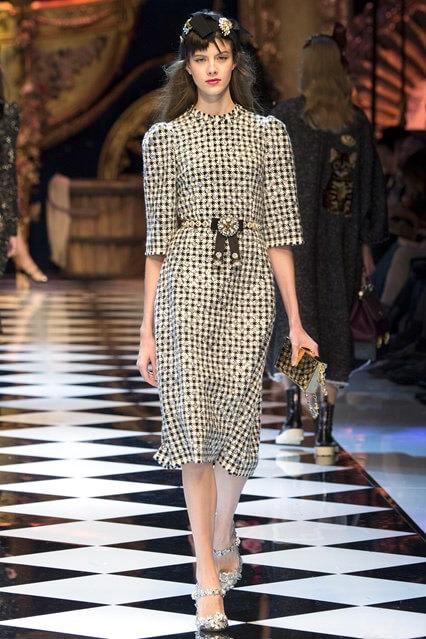 Твидовое платье офисного стиля от Dolce and Gabbana