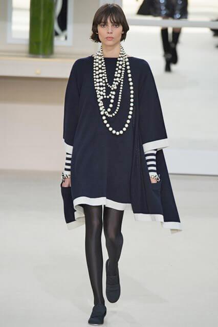 Деловое платье свободного кроя от Шанель