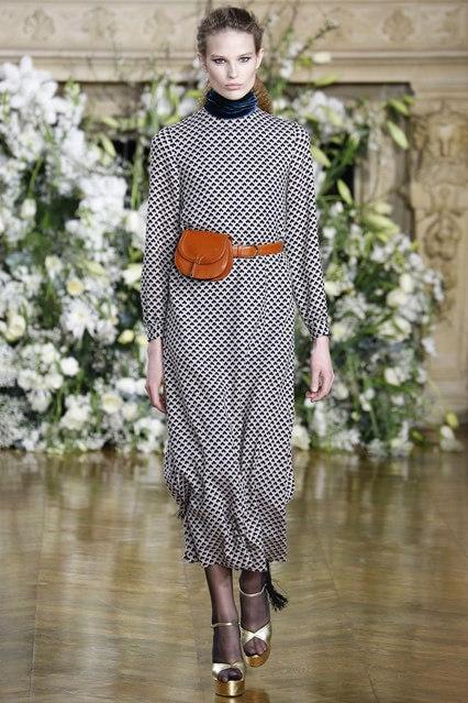 Пестрое платье свободного кроя от Vanessa Seward