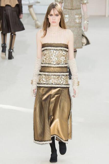 Золотистое офисное платье от Chanel