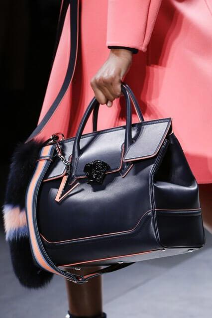 97f685e102b0 Модная женская сумка осень-зима 2016-2017 от Versace (фото) ...
