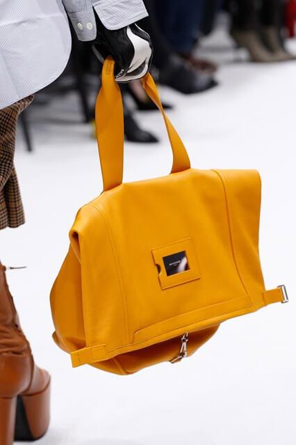70cda0c3c756 ... Модная желтая сумка от Balenciaga (фото). Красная сумка осень/зима 2016/ 2017 ...