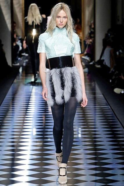 Необычная отделка юбки из меха от Balmain
