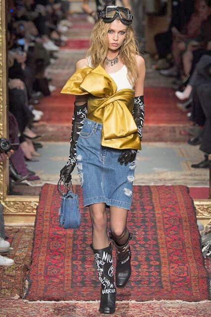 Модная юбка из денима из коллекции Moschino 2016-2017 (фото)