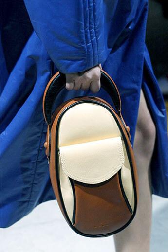 полукруглая сумочка от Marni