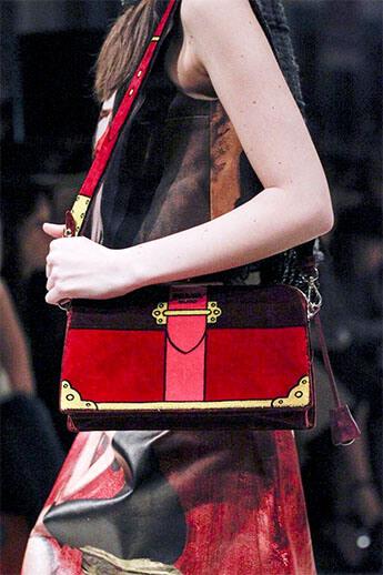 Замшевая сумочка от Prada