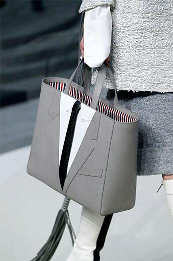 Сумка в виде костюма с галстуком от Thom Browne