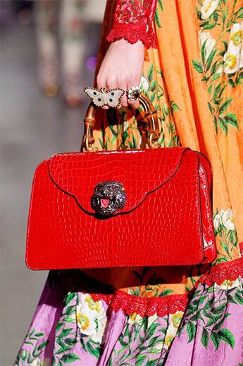 Красная сумка от Gucci