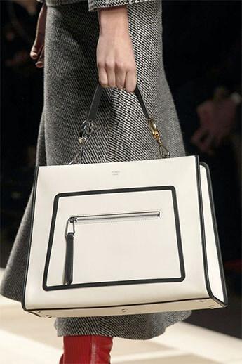 белая сумка от Fendi