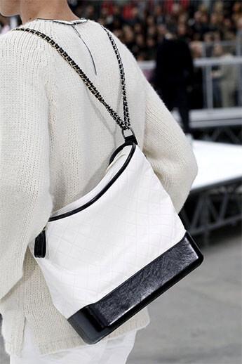 Светлая сумка от Chanel
