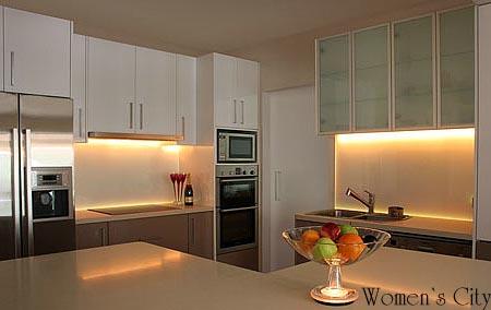 Освещение рабочей зоны на кухне.