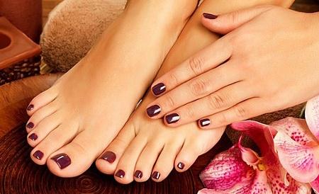 Разный цвет лака на ногах и руках