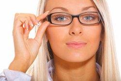 каждой женщине необходимо уметь подбирать косметику под свои очки