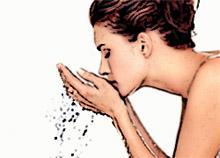 Умывание чистой водой поможет сохранить молодость кожи (фото)