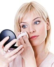 Умелое использование пудры может сделать лицо моложе (фото)