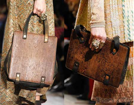 Очень актуальны сумки из натуральной кожи, замши и текстиля, а также...