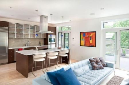 Зонирование гостиной на место отдыха и кухню