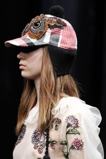 Теплая кепка с ушками из коллекции Gucci (фото)