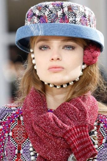 Модная шляпка в тон одежды от Chanel (фото)