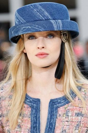Модная шляпка из денима от Chanel (фото)