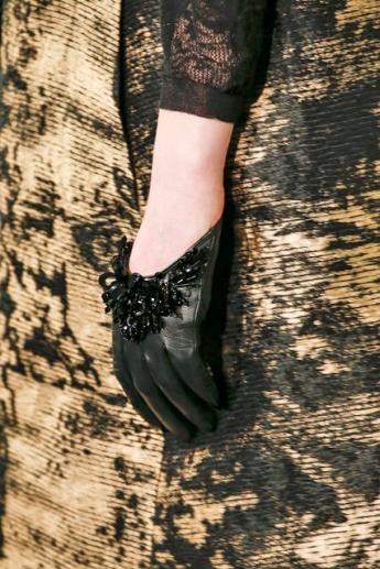 Короткие черные кожаные перчатки из коллекции Oscar de la Renta (фото)
