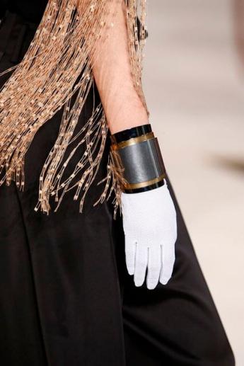 Белые тканевые перчатки от Loewe (фото)