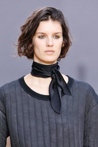 Шейный платок из черного шелка от Chloe (фото)