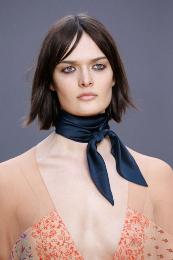 Короткий черный шейный платок-косынка (фото)