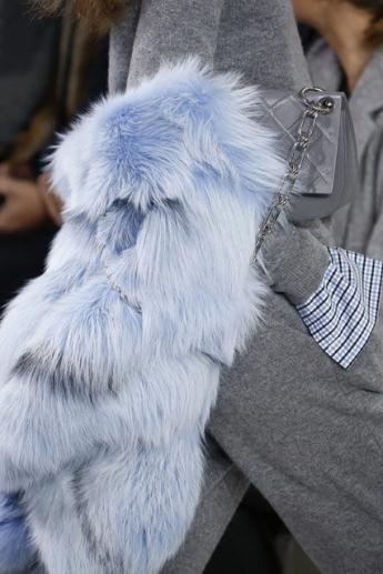 Меховой шарф-горжетка из коллекции Michael Kors (фото)