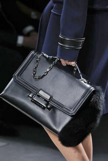 Модная сумка 2016-2017 от Versace отделанная мехом (фото)