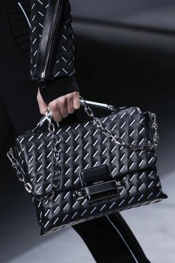 Стеганая сумочка от Versace (фото)