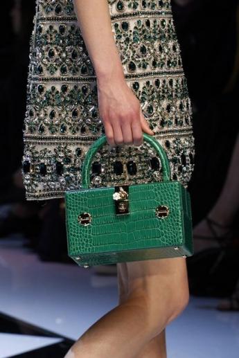 Модная маленькая сумочка из коллекции осень-зима 2016/17 от Dolce and Gabbana (фото)