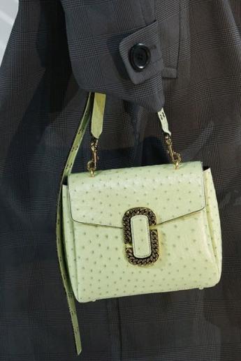 Маленькая сумка от бренда Marc Jacobs